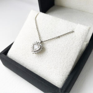 Heart-cluster-diamond-pendant