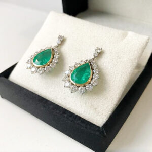 Pear-emerald-drops-and-diamond