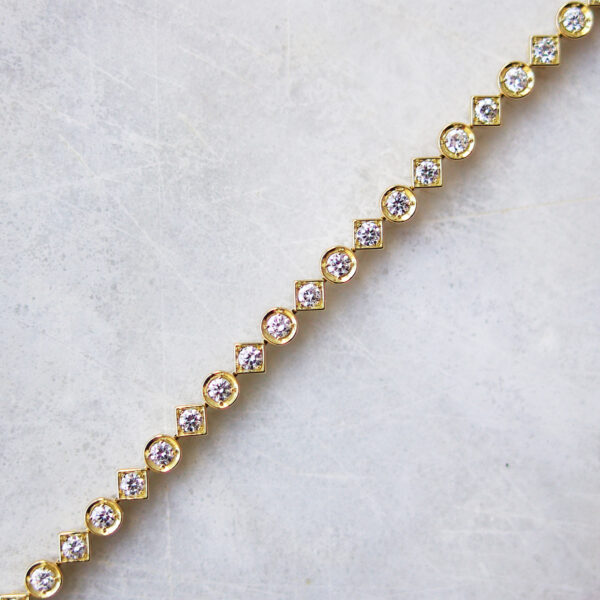 Alternating Diamond Shapes Bracelet Yellow Gold
