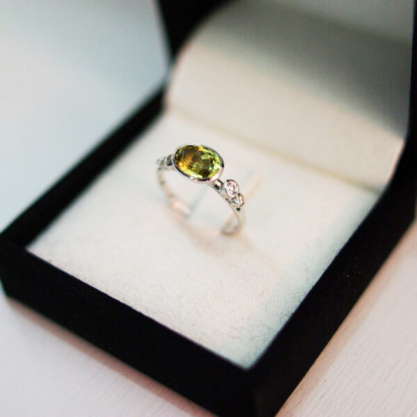 Chrysoberyl Bubble Ring With Diamond