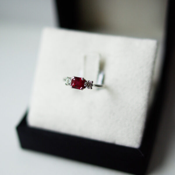 Emerald Cut Trilogy Ring Round Brilliant Cut Diamond Outers